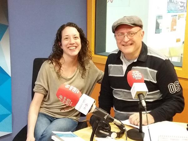 Salvador Riera i Sandra Balagué als estudis de Mataró Ràdio.