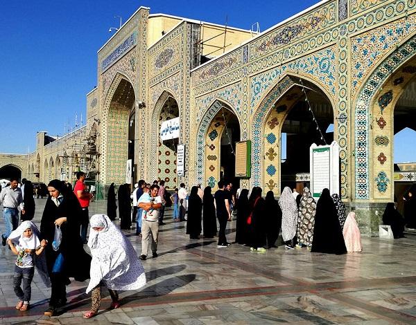 Entrada al santuari de Mashhad, ciutat santa.